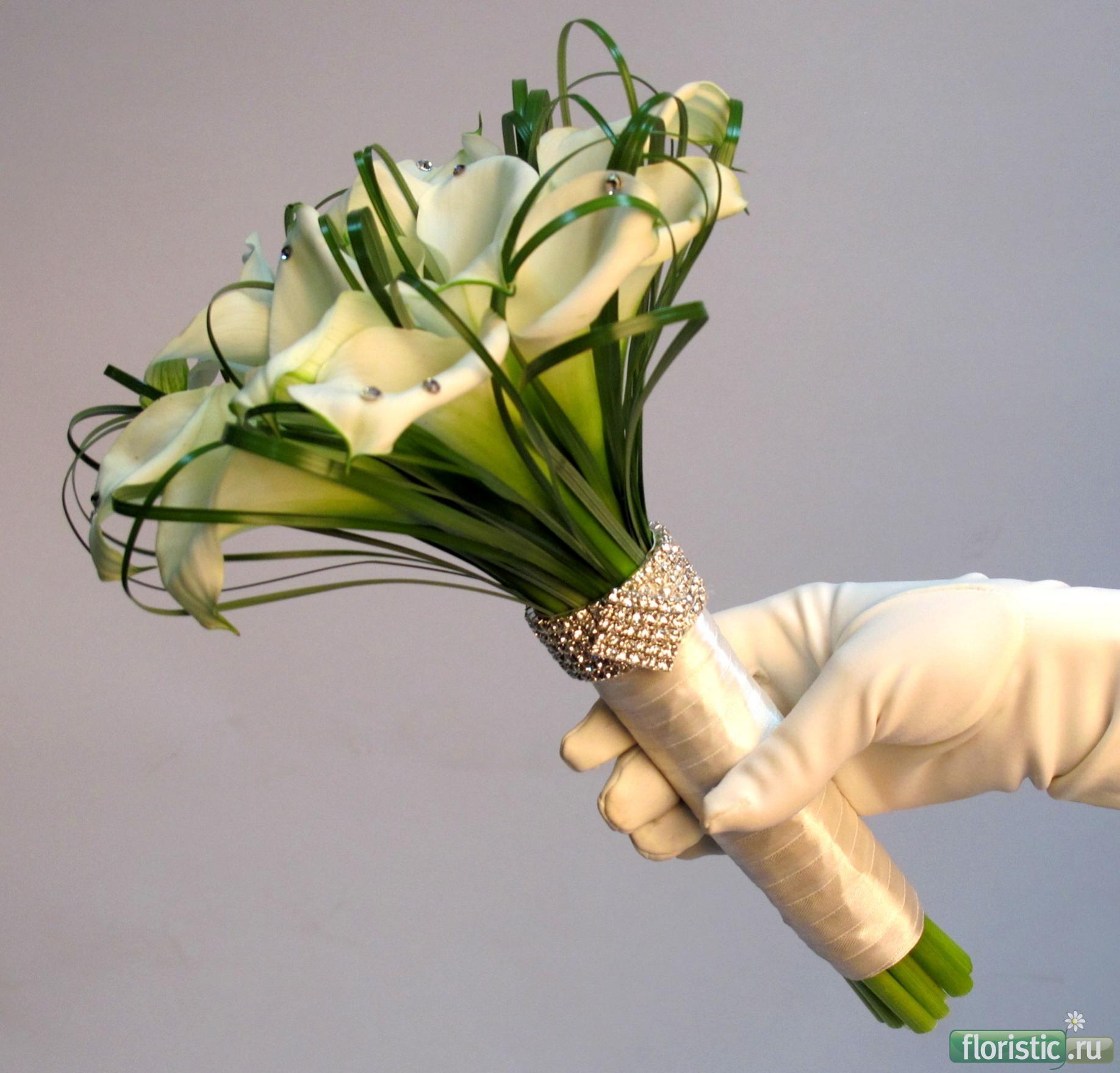 Как сделать стильный букет из калл и роз своими руками