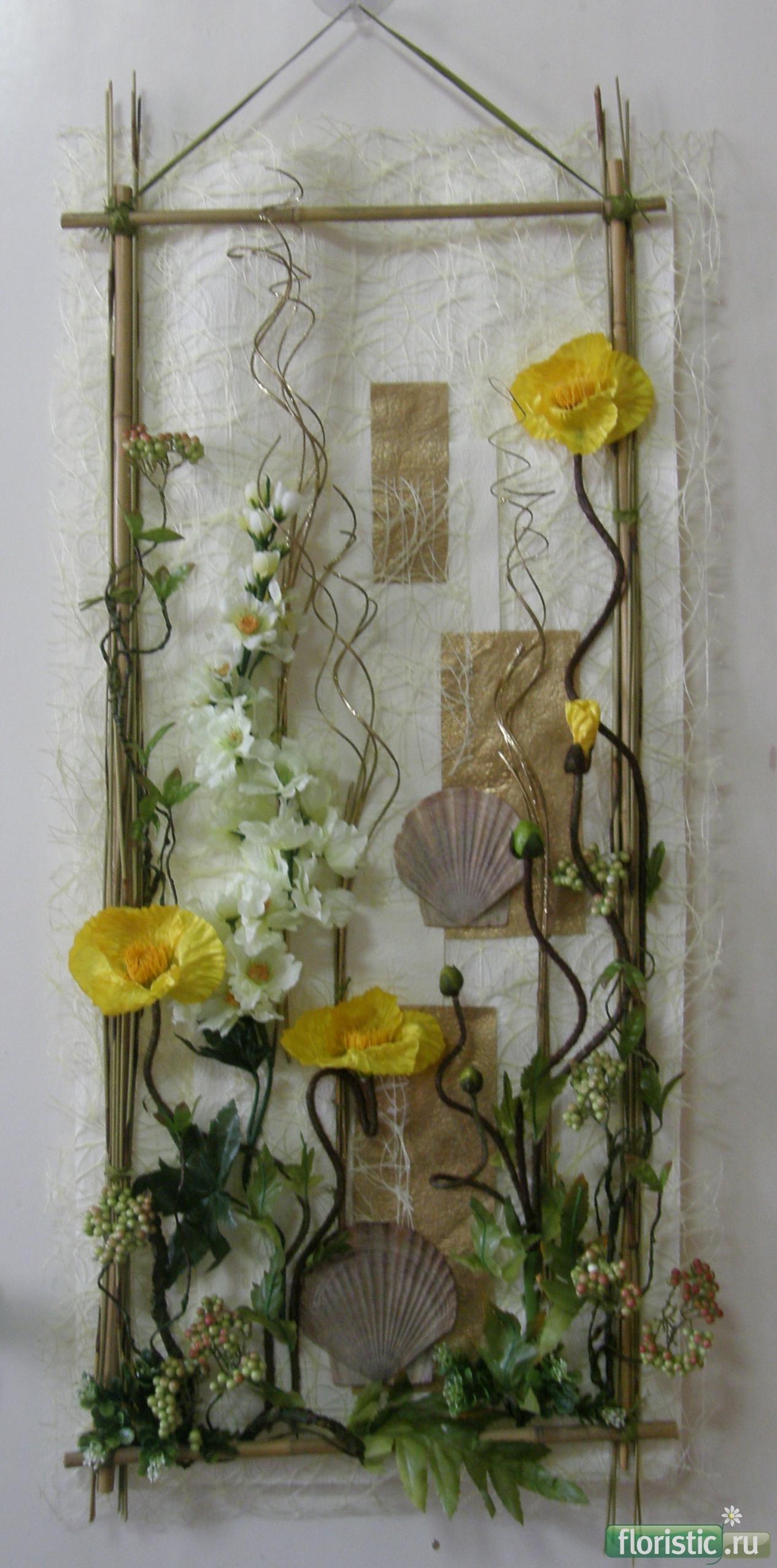 Панно из цветов и веток фото