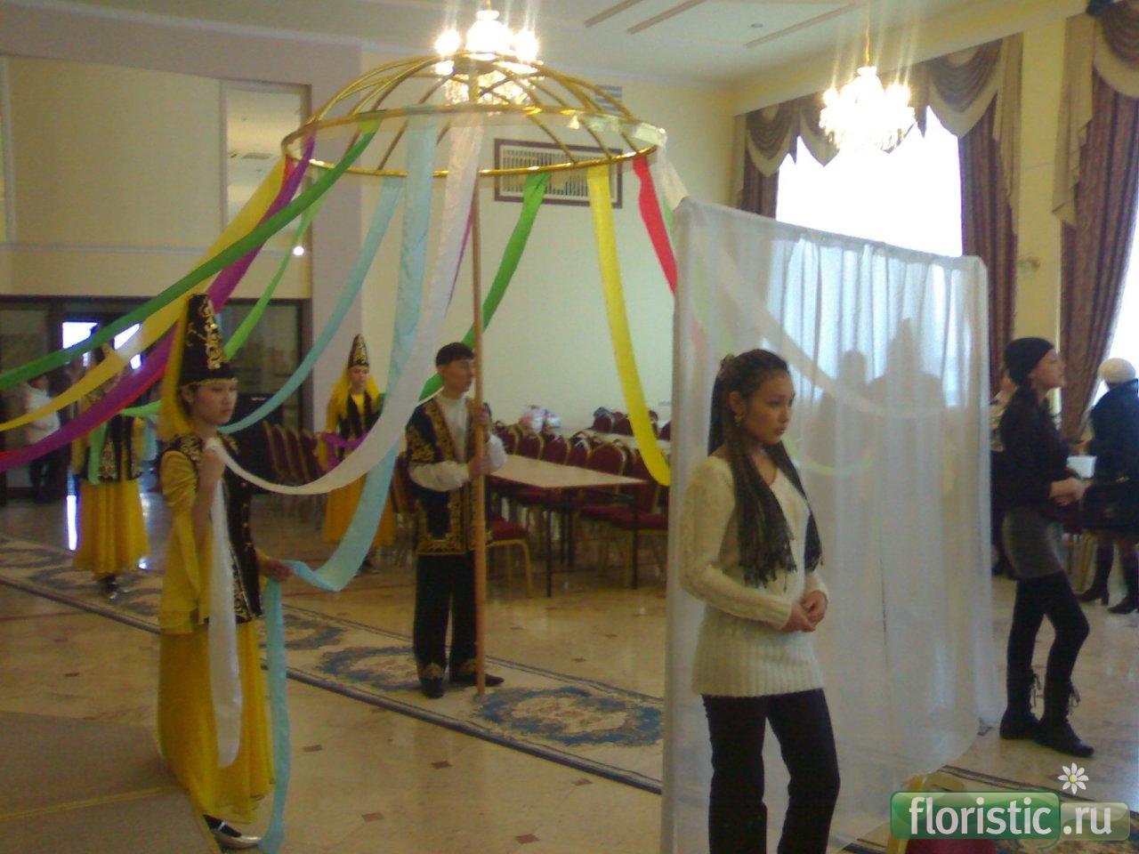 Вязание соломоновым узлом шали